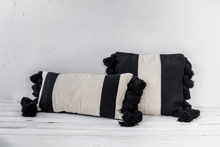 זוג כריות מלבנית ומרובעת שחור-לבן