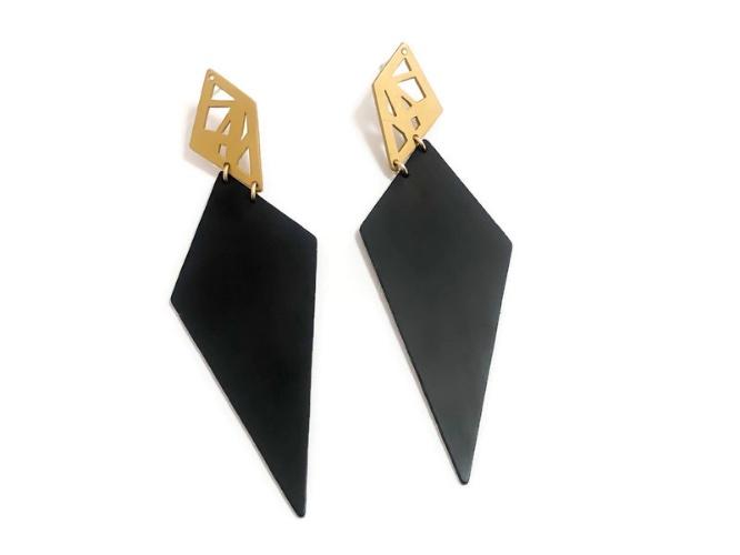 עגילי מעוינים זהב ושחור צמודים