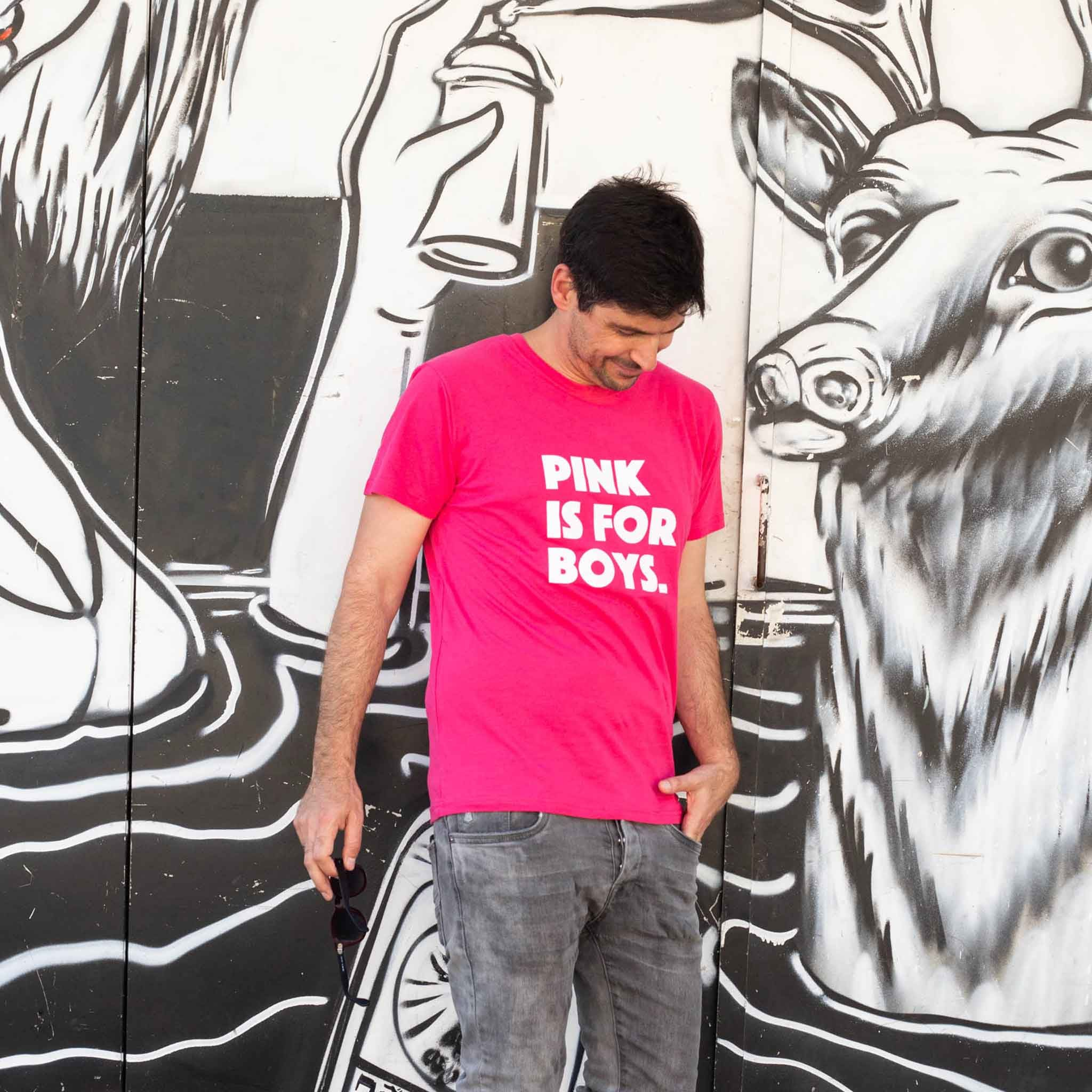 חולצת טי שירט יוניסקס ורודה Pink is for boys