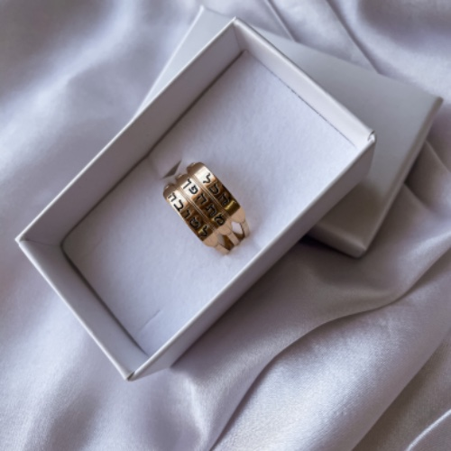 טבעת 3 שמות חריטה - ציפוי זהב