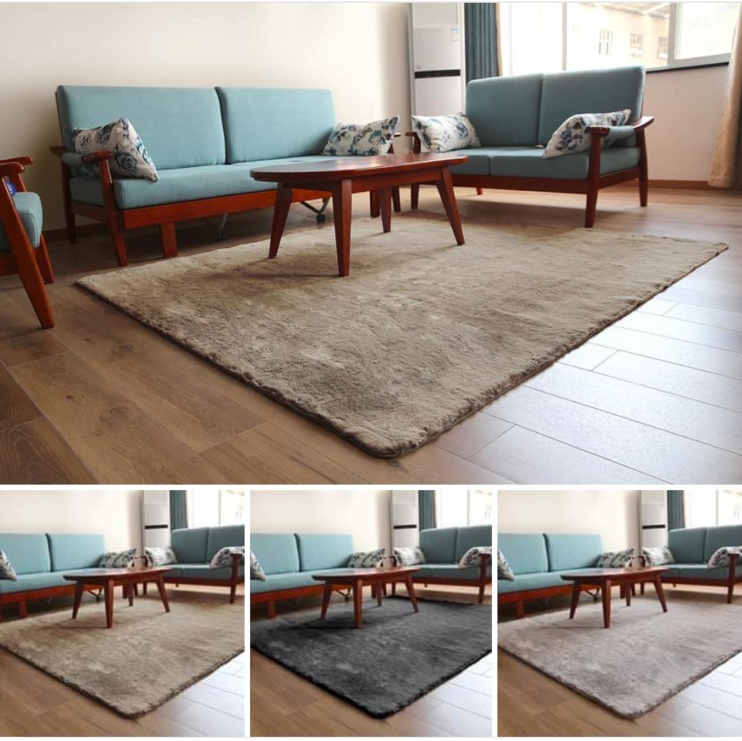 שטיח גודל 160/220 צד 1פרווה נעימה וצד שני משטח למניעת החלהשטיח