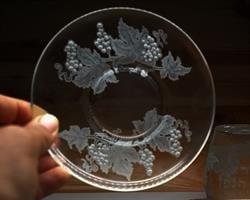 חריטה בעבודת יד על צלחת זכוכית, סט קידוש יוקרתי, יודאיקה מוצרי פרמיום