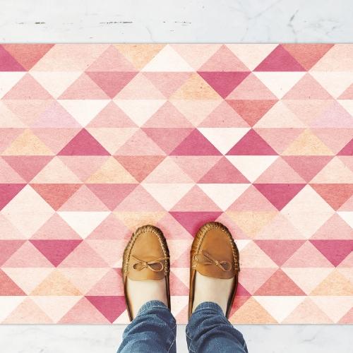 שטיח פי וי סי למטבח בסגנון מודרני ומהמם- דגם ורוד גאומטרי