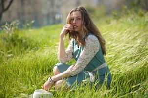 שמלת עירית ירוקה עם שרוול פרחוני