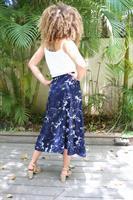 חצאית מעטפת פרחים כחול