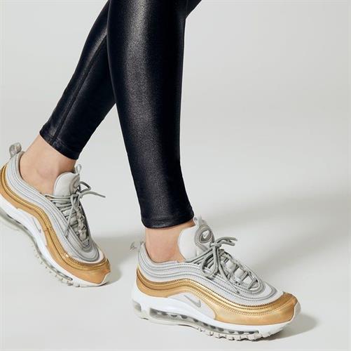 נעלי נשים נייק אייר מקס 97 SE צבע זהב/אפור דגם AQ4137-001