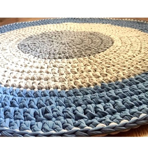 שטיחים סרוגים לחדרי ילדים, שטיח סרוג בגווני אפור וג'ינס גזעי. דגם איתי