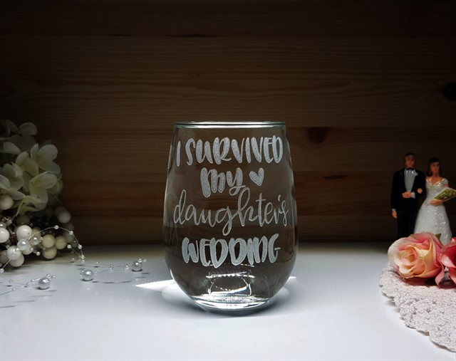 שרדתי את החתונה של הבת שלי - באנגלית