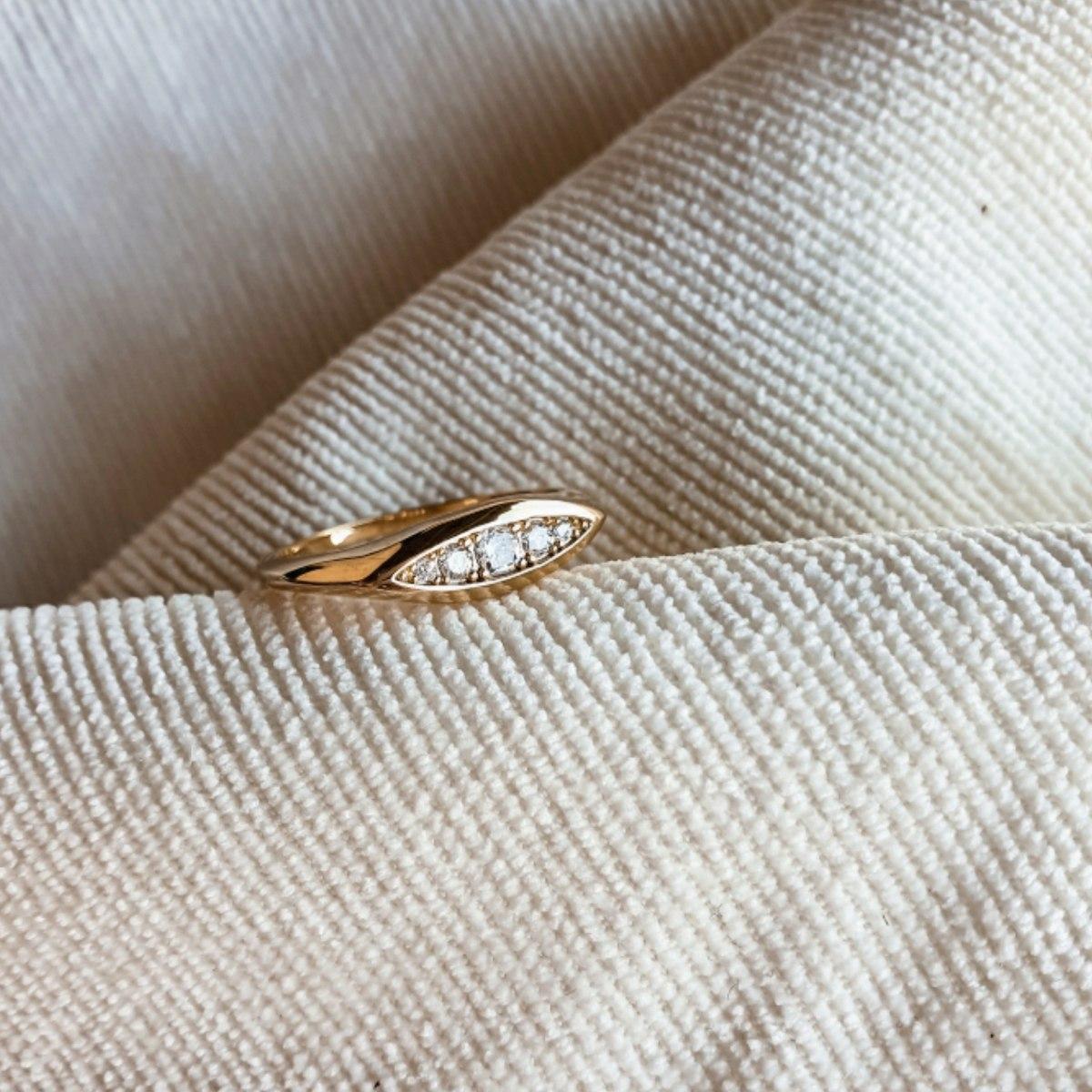 טבעת ז'אן - זרקונים ציפוי זהב
