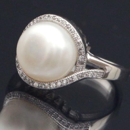 טבעת כסף משובצת זרקונים ופנינה לבנה RG7089