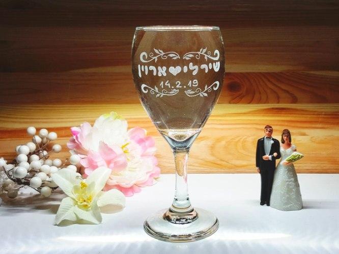 כוס חופה | כוס יין מעוצבת |עיטורי עלים ותאריך לועזי