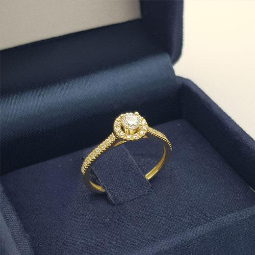 טבעת זהב צהוב משובצת זרקונים