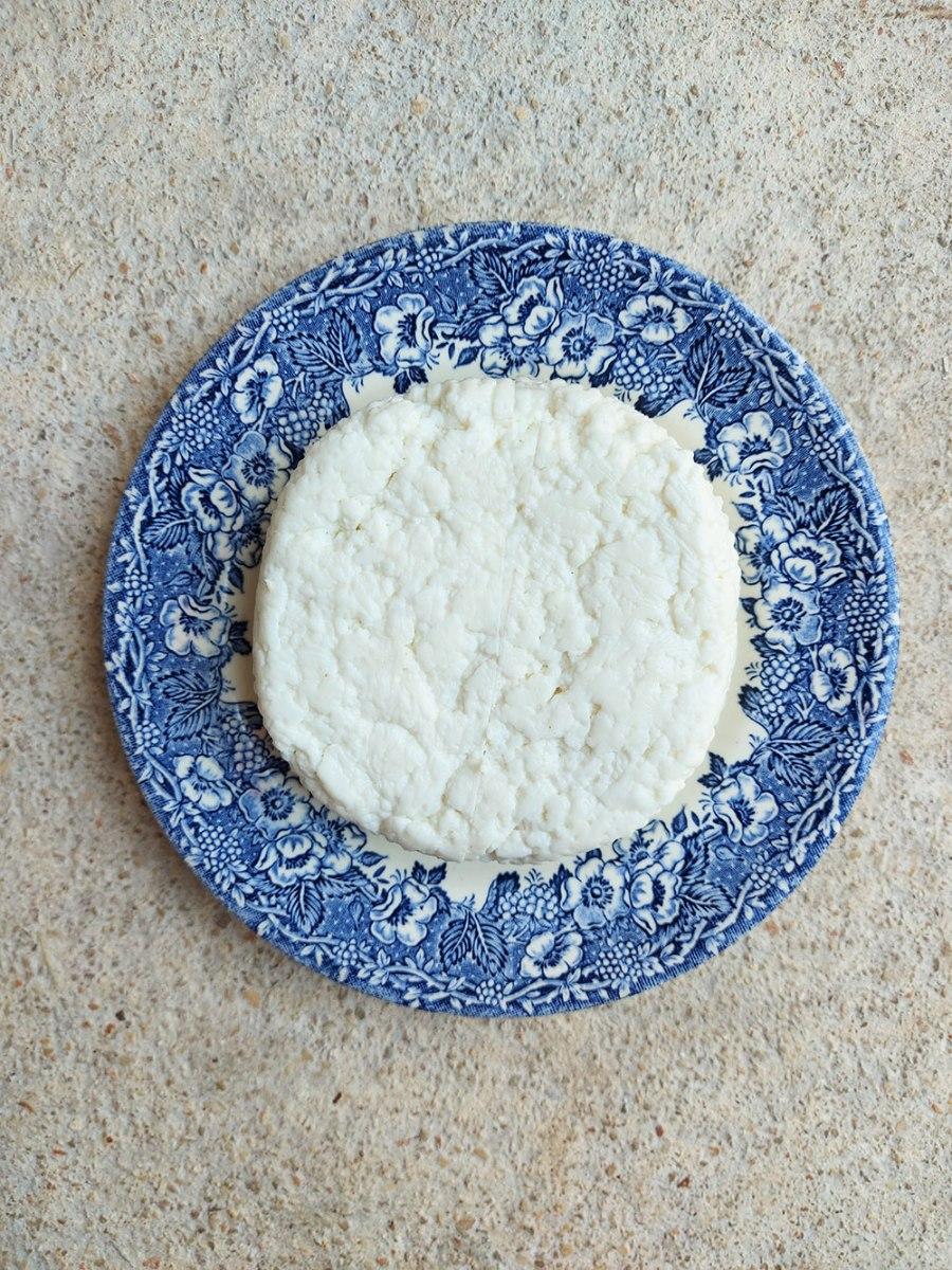 גבינה צ'רקסית - עז הבר 350 ג'
