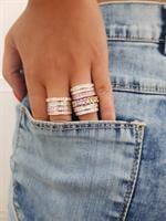 טבעת אבנים עדינה