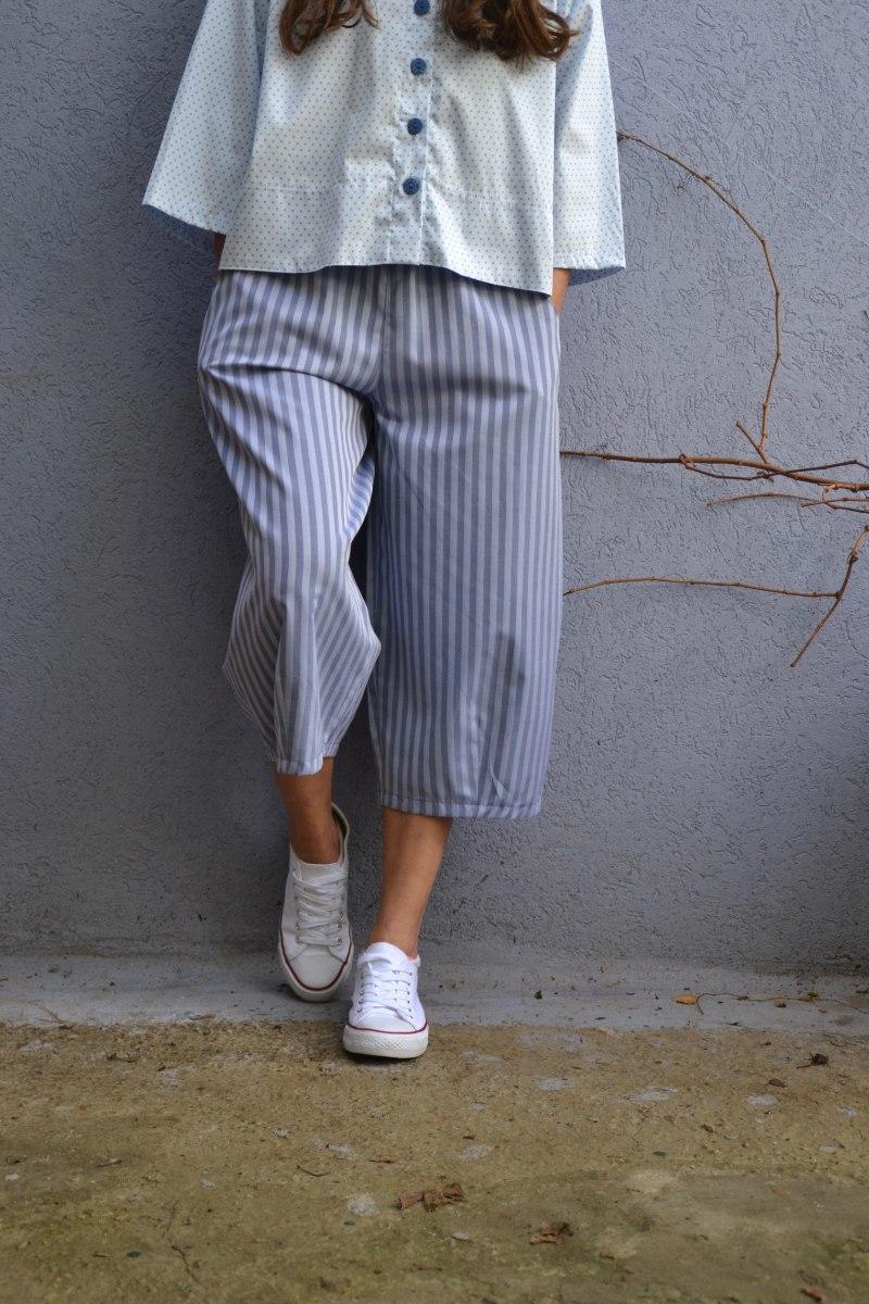 מכנסיים באורך 3/4 מדגם גלי