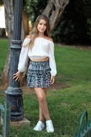חצאית מיני בשילוב
