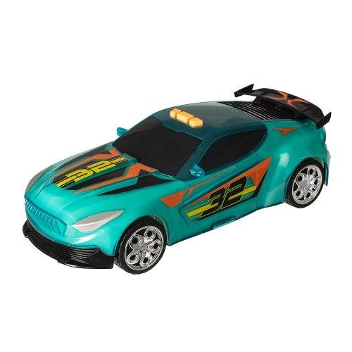 מכונית ספורט נוסעת עם אור ירוק