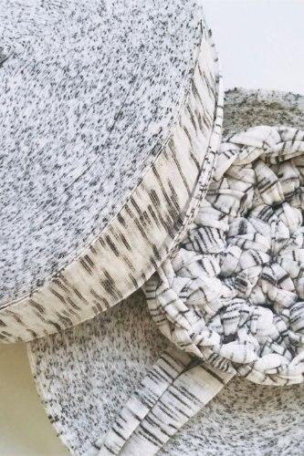 חוטי טריקו לסריגה אפור פסים עדינים  בטקסטורה מיוחדת