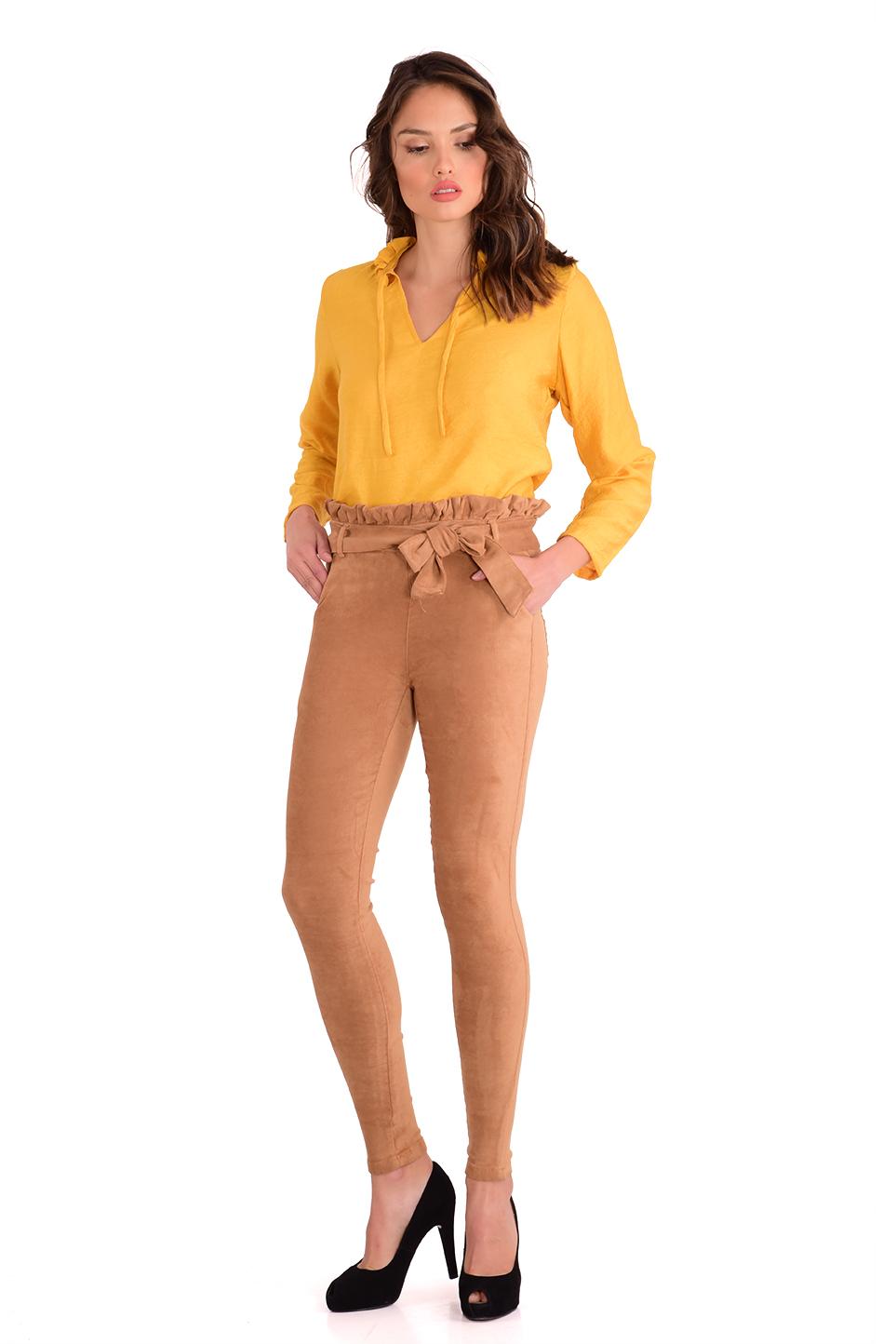מכנס  צמוד וגבוה בצבע כאמל עם חגורה