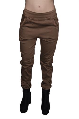 מכנס צמוד ללא רוכסן וללא כפתור בצבע חרדל