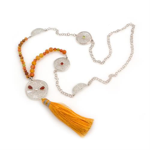 שרשרת מאלה (Malla -בהשראת שרשרת תפילה בודהיסטית) אורכה בוהמיינית בשילוב פרוסות תפוז