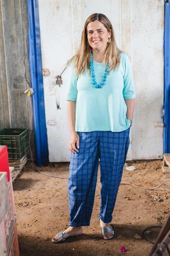 מכנסיים מדגם נור עם דוגמה של משבצות בצבעים כחולים