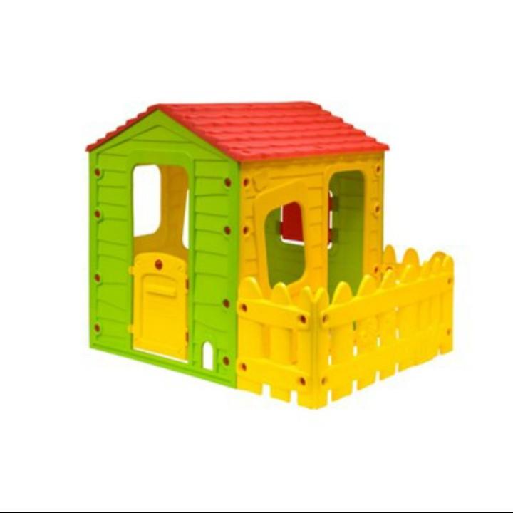 בית שעשוע עם חצר