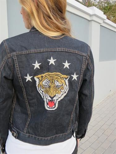 ג'קט ג'ינס טייגר