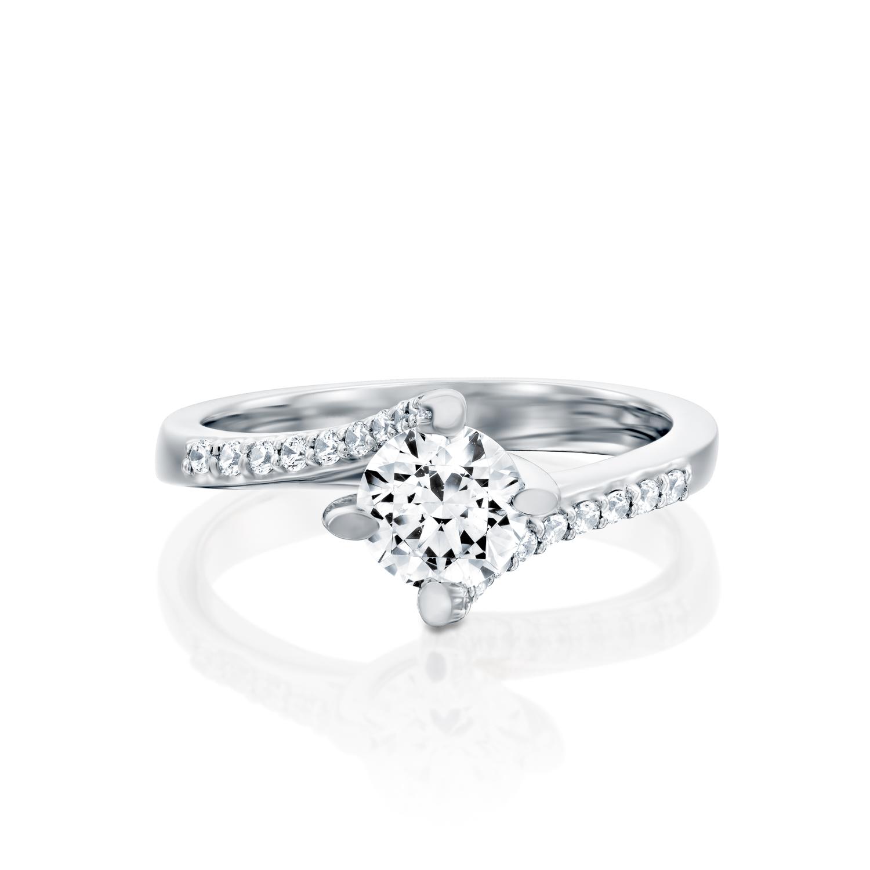 טבעת אירוסין זהב לבן 14 קראט משובצת יהלומים Twister