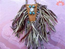 שרשרת אינדיאנית אוברסייז עור, אבנים ופרנזים