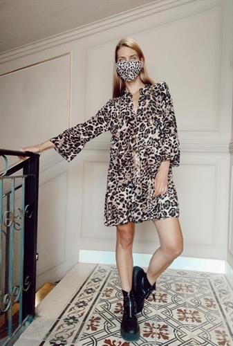 שמלת היילי מנומרת + מסכה מנומרת דו-צדדית מתנה