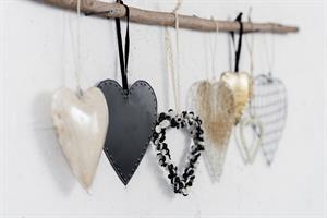 ענף עם 7 לבבות