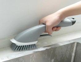 מברשת ניקוי איכותית משולבת מיכל סבון