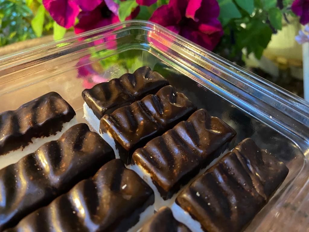 חטיפי קוקוס, שוקולד ואגוזי לוז, בספונטני