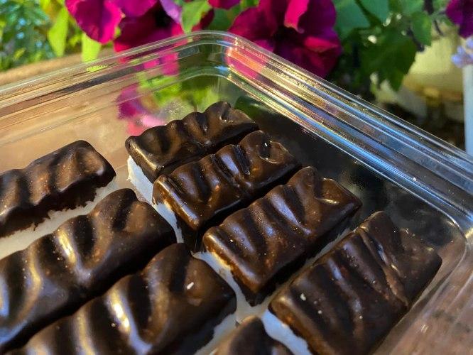 חטיפי קוקוס, שוקולד ואגוזי לוז