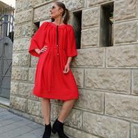 שמלת אגם אדומה