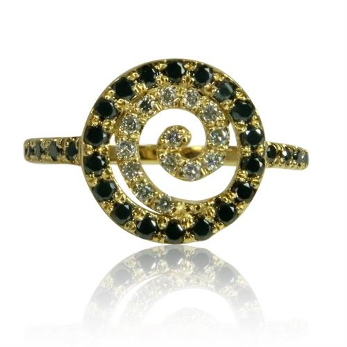 טבעת משובצת יהלומים שחור לבן דגם 'ספירלה' בזהב 14 קראט
