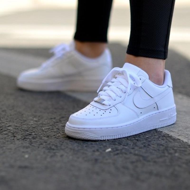 NIKE AIR FORCE נעלי נשים נייק אייר פורס 1 צבע לבן