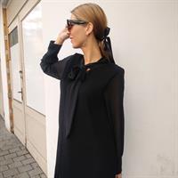 שמלת פליסה BOW - שחור