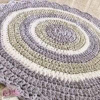 שטיח סרוג לחדר הילדים בגוונים של סגול, אפור ואופוויט, שטיחים סרוגים, שטיח סרוג בחוטי טריקו, שטיח עגול , עיצוב חדרי ילדים