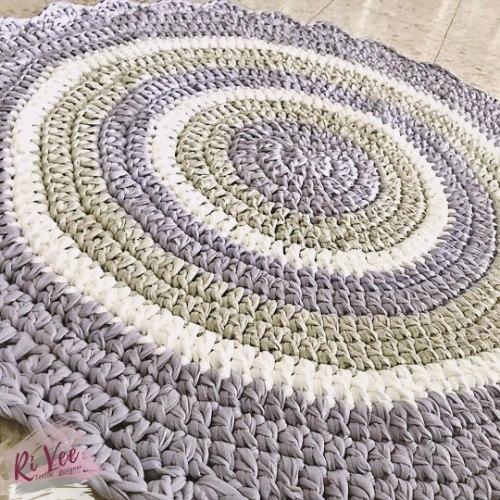 שטיח סרוג, שטיחים סרוגים, שטיחים, שטיחים עבודת יד, שטיח סרוג לחדר הילדים, שטיח באפור וסגול, שטיח מטריקו, שטיח עגול