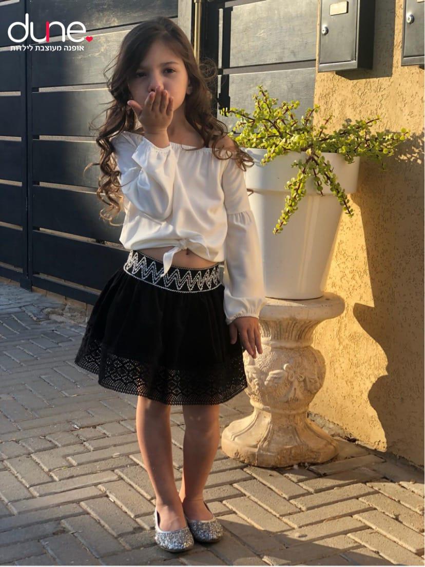 חצאית וחולצת קשירה לקטנות