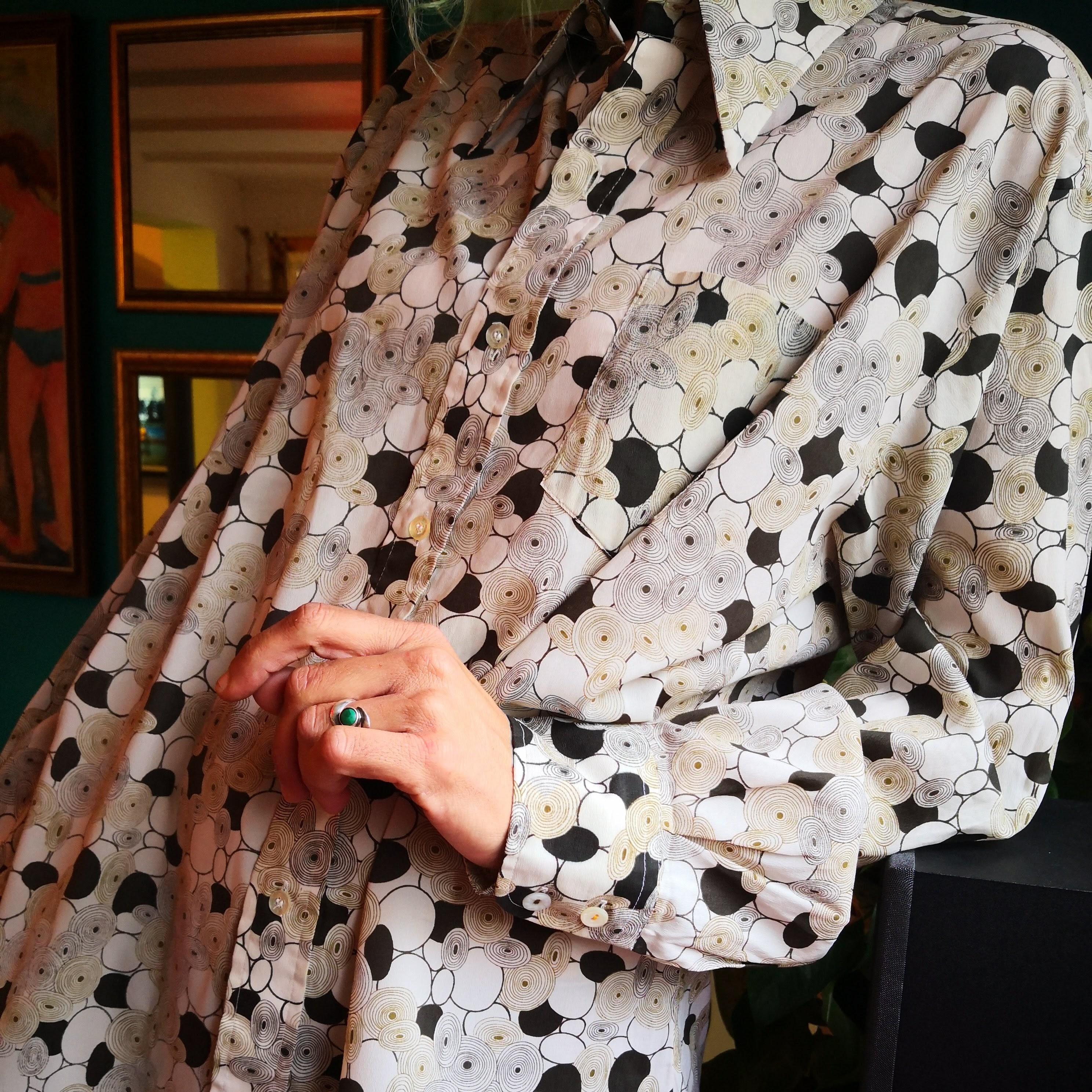 חולצת פוליאסטר דקיקה בהדפס שאני מאד אוהבת מידה XL