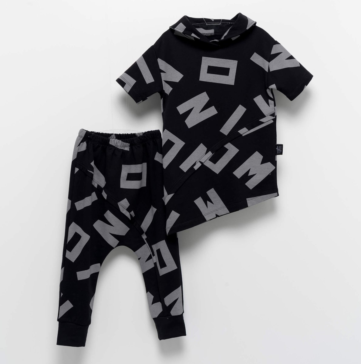 חליפת אותיות א-סימטרית MOI NOI מידות - 6 חודשים עד 5 שנים