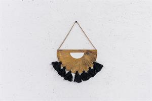 לוחית מתכת זהב וגדילים שחורים - L