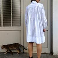שמלת BOW לבנה + מסכת תחרה לבנה מתנה