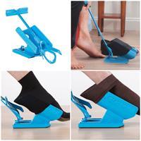 מתקן עזר לגריבת גרביים בקלות