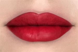 שפתון ליקוויד עמיד Blood