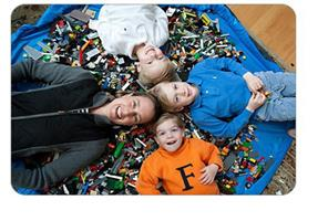 משטח משחקים ענק לילדים - שאוסף את כל הצעצועים:)