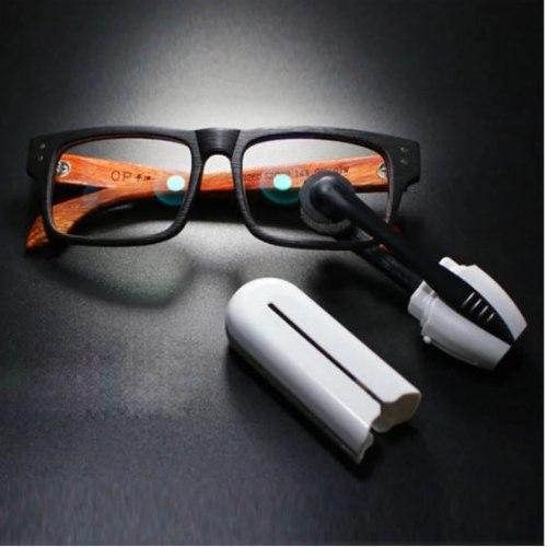 זוג מברשות לניקוי המשקפיים